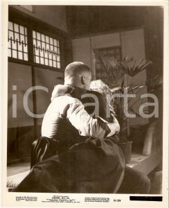 1961 MARINES LET'S GO Movie by Raoul WALSH Marine kissing a girl *Photo 20x25 cm