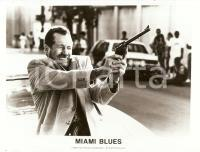 1990 MIAMI BLUES Fred WARD shoots with a gun - Movie by George ARMITAGE *Photo