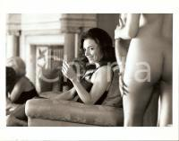 1989 SCANDAL - CASO PROFUMO Joanne WHALLEY looks at a naked woman *Photo 25x20