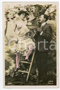 1910 ca VINTAGE EROTIC FRANCE Couple picking apples (1) - Postcard risque