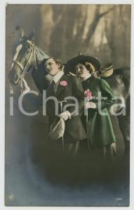 1921 COUPLE Romantic lovers and horse - Flowers - Chromo old postcard