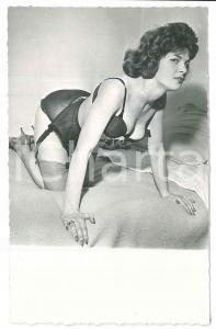 1950 ca EROTICA VINTAGE Woman in lingerie on the bed - Photo
