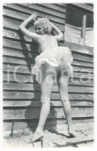 1960 ca EROTICA VINTAGE Nude woman with lace skirt - Public nudity - Photo